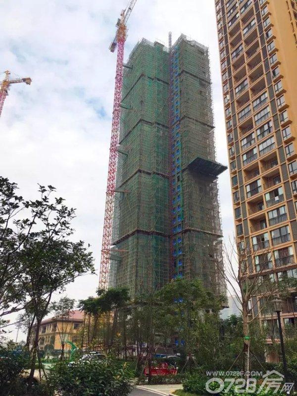 工期   现代・森林国际城25#、26#外立面建设中 今年年底交房